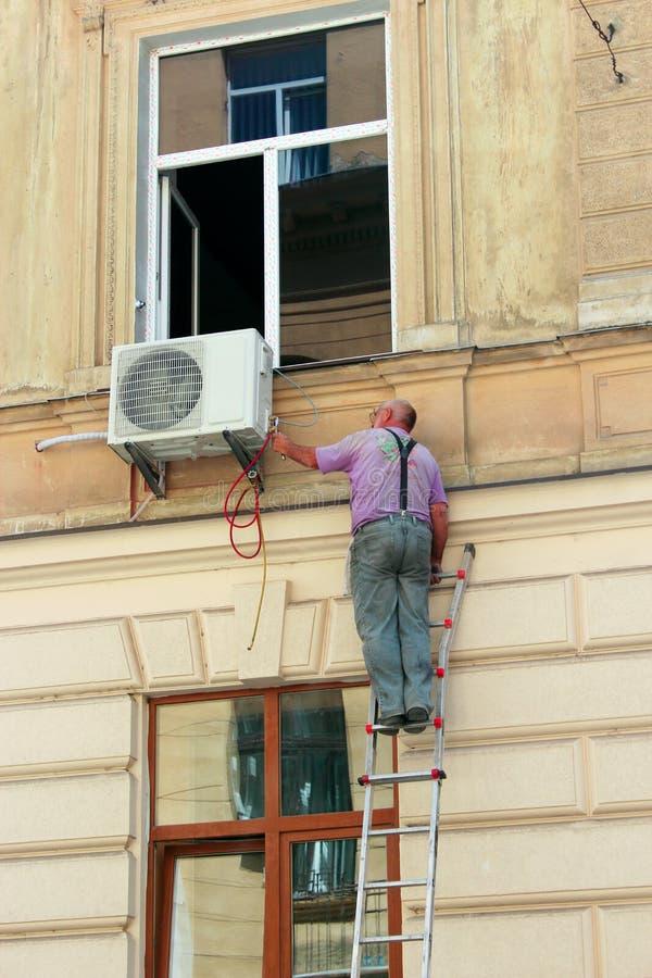 Estoque del acondicionador en la pared del edificio fotos de archivo libres de regalías
