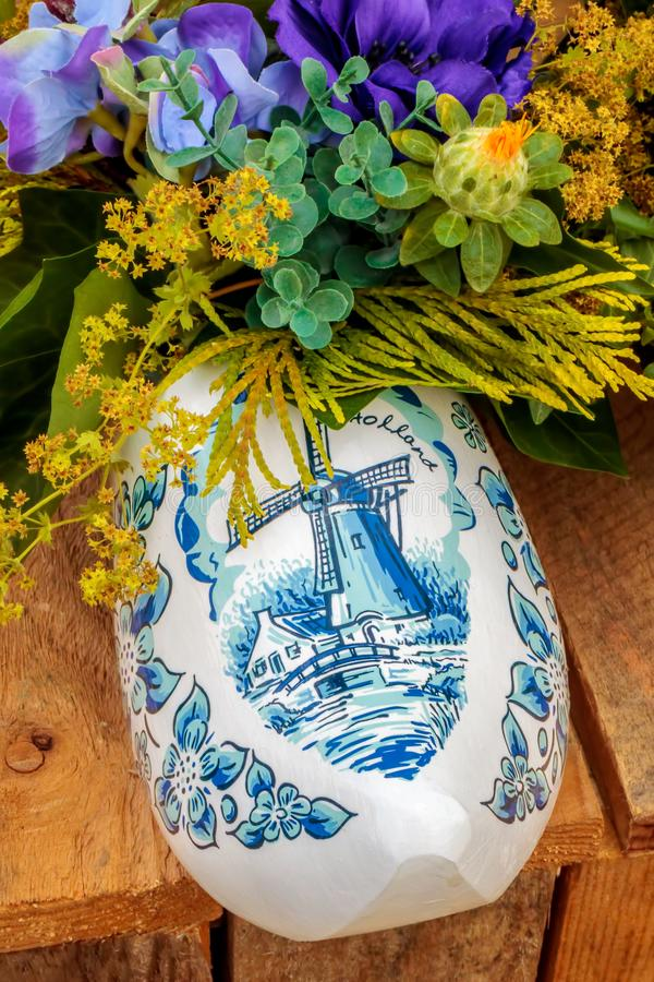 Estorbo holandés del recuerdo con el molino de viento pintado fotografía de archivo libre de regalías