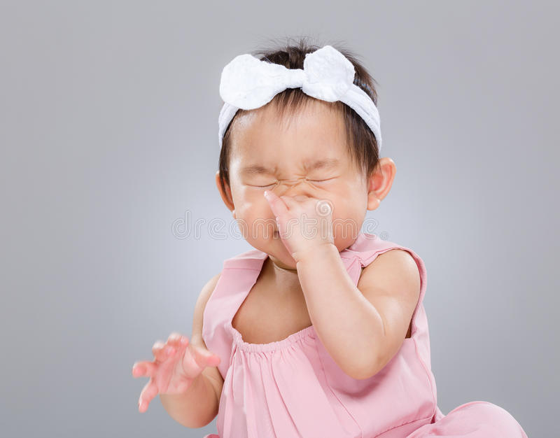 Estornudo del bebé imagen de archivo libre de regalías