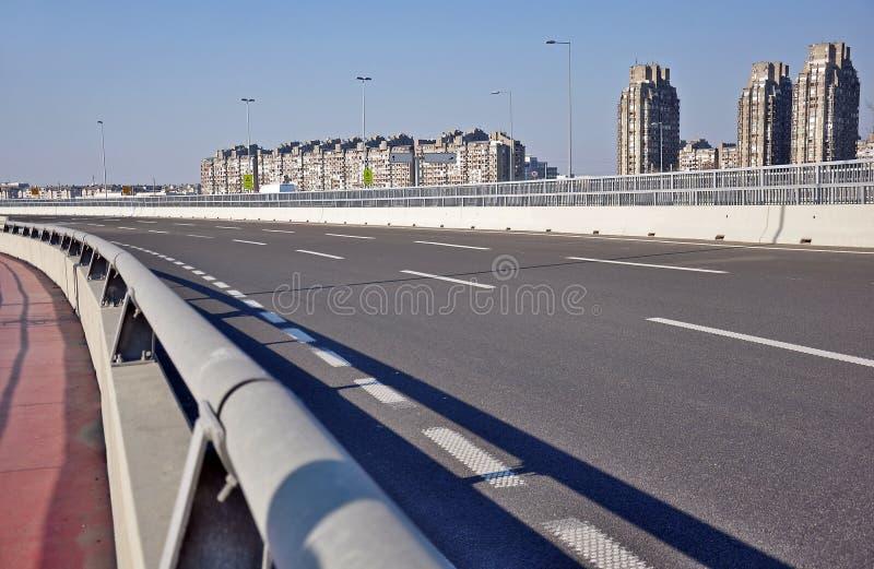 Estrada à cidade fotos de stock royalty free
