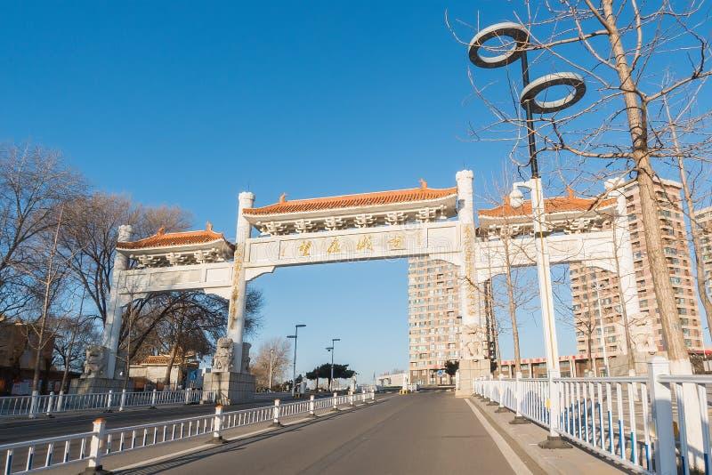A estrada à cidade antiga imagem de stock