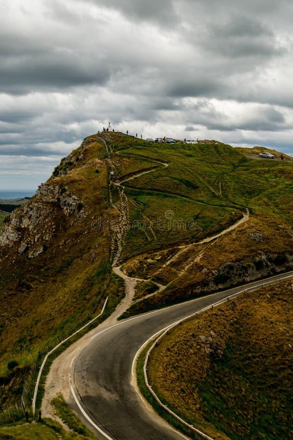Estrada à cimeira do monte, Te Mata Peak, Hastings foto de stock