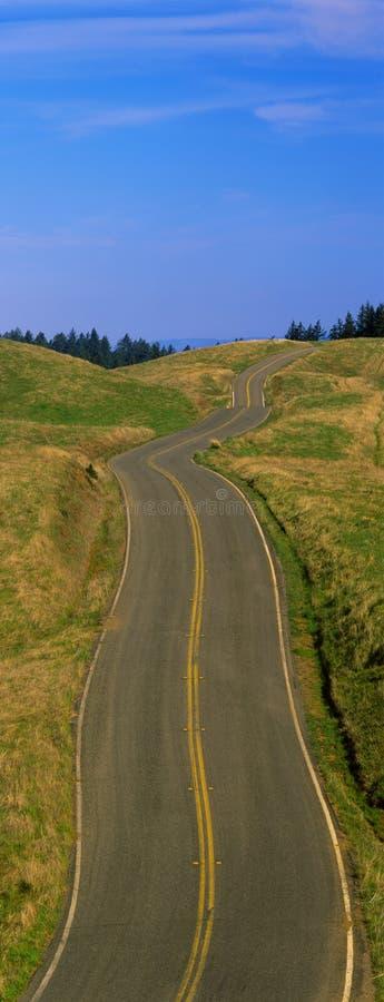 Estrada à infinidade em Califórnia do norte fotografia de stock