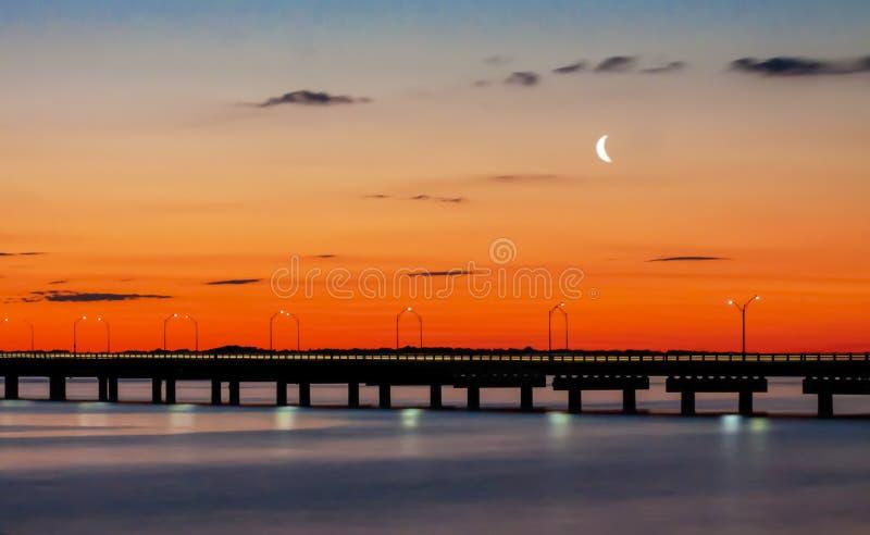 Estrada à ponte de Newport em Rhode - ilha fotografia de stock