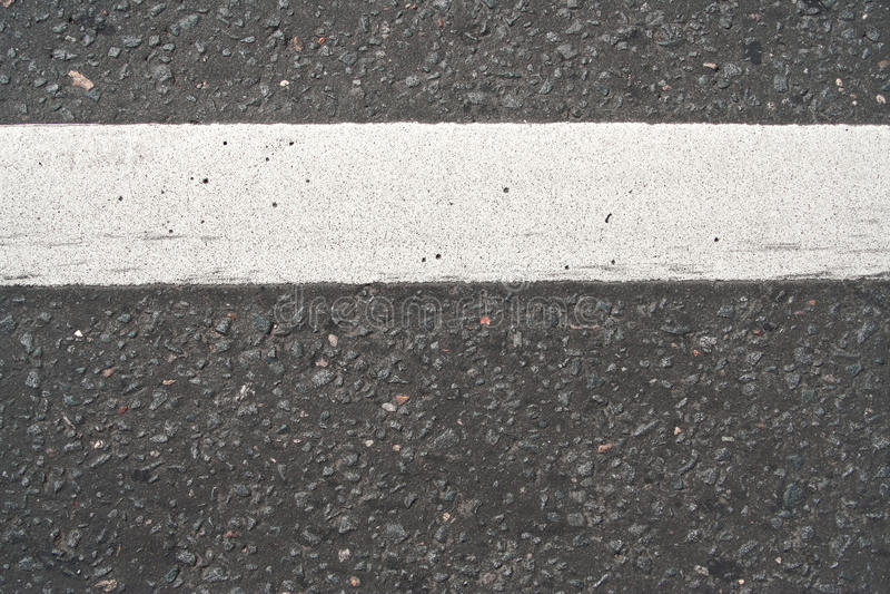 A estrada às marcações de estrada imagens de stock