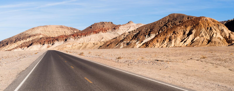 Estrada aberta do parque nacional de Vale da Morte da estrada da vista panorâmica fotografia de stock royalty free