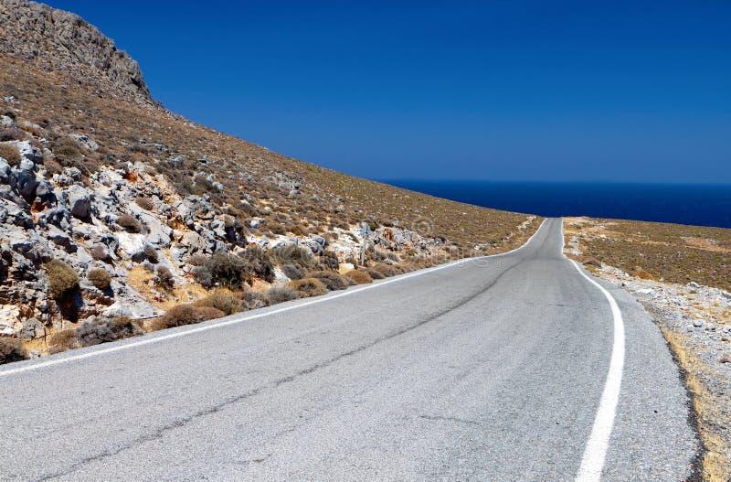 Estrada acima nas montanhas de Crete foto de stock