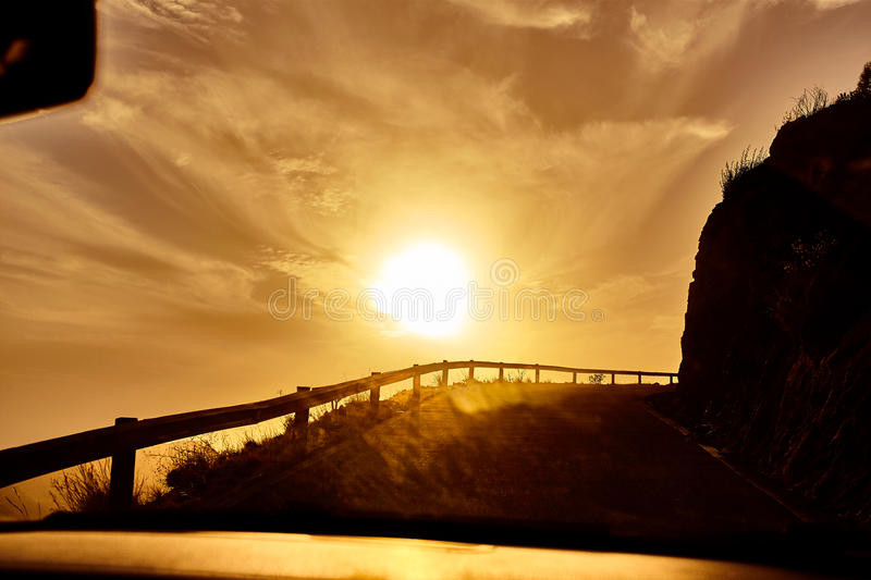 Estrada adiante e o por do sol foto de stock royalty free