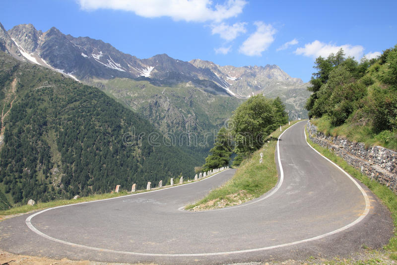 Estrada alpina fotografia de stock royalty free