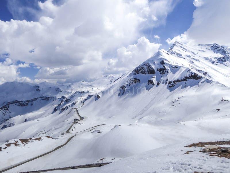 Estrada alpina alta da montanha de Áustria - de Grossglockner imagens de stock