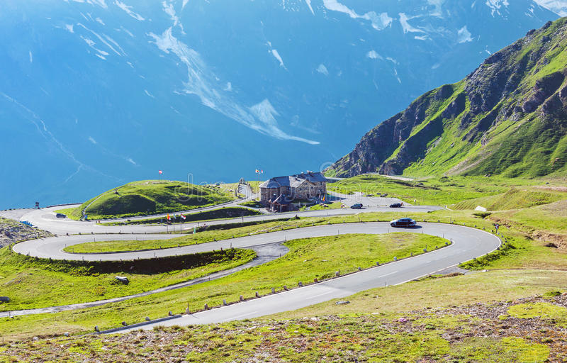 Estrada alpina alta de Grossglockner em Áustria fotografia de stock