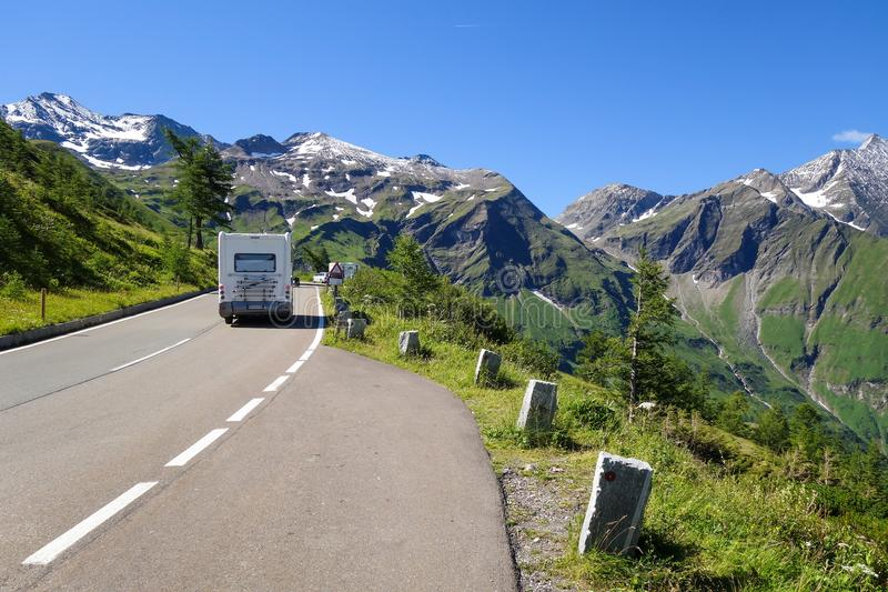 Estrada alpina elevada imagem de stock royalty free