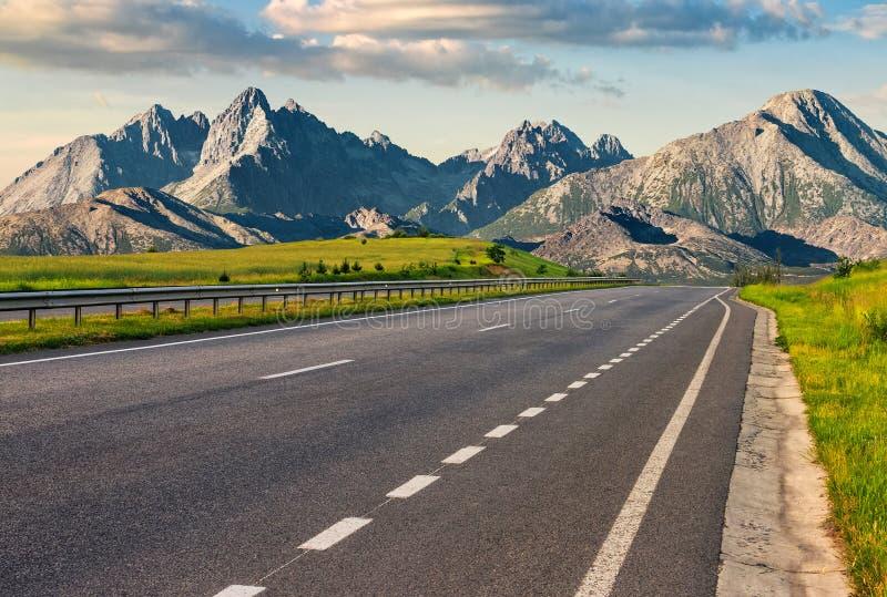 Estrada ao cume da montanha do tatra fotografia de stock