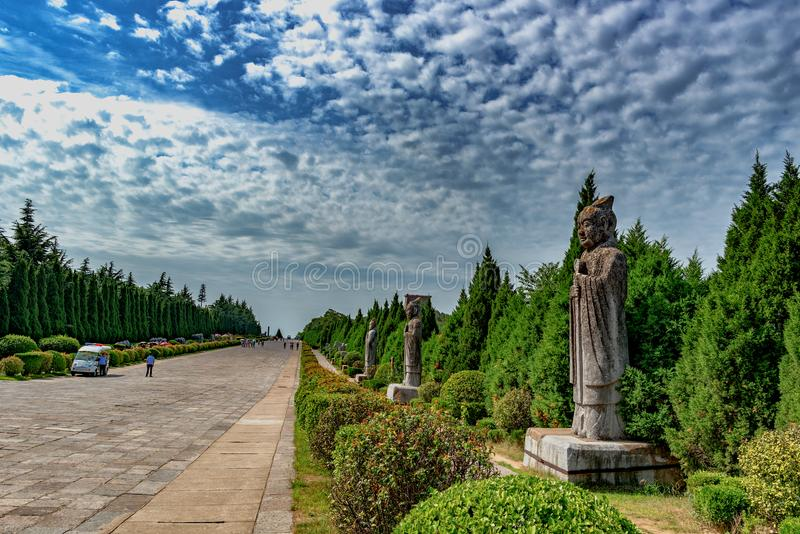 Estrada ao mausoléu do ` de Tang Emperors Xi no `, China fotografia de stock