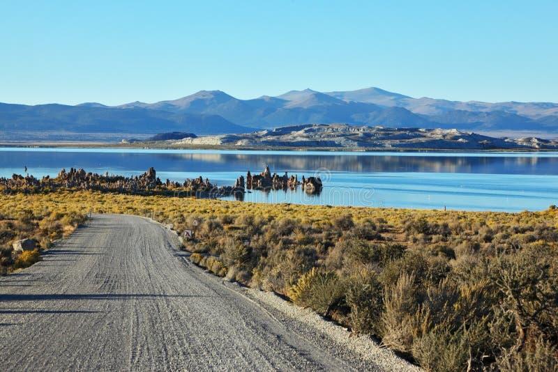 A estrada ao mono lago fotografia de stock