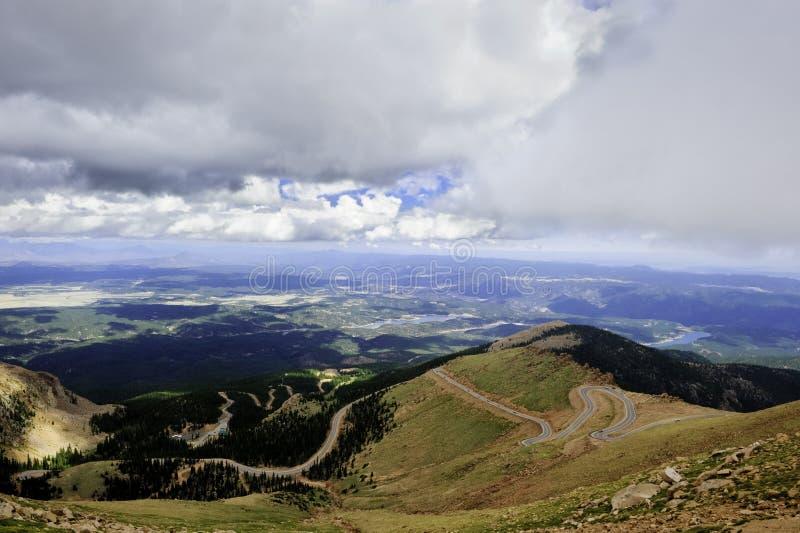 Estrada ao pico dos piques fotografia de stock royalty free