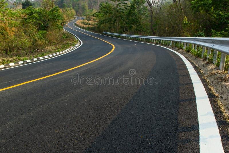 Estrada asfaltada agradável imagens de stock