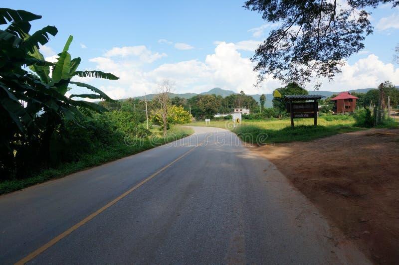 Estrada asfaltada calma foto de stock royalty free