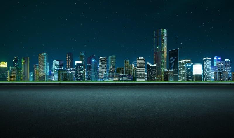 Estrada asfaltada de vista lateral na cena da noite foto de stock