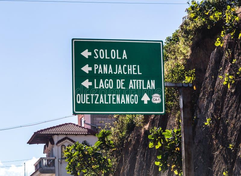 A estrada assina dentro a Guatemala central imagens de stock