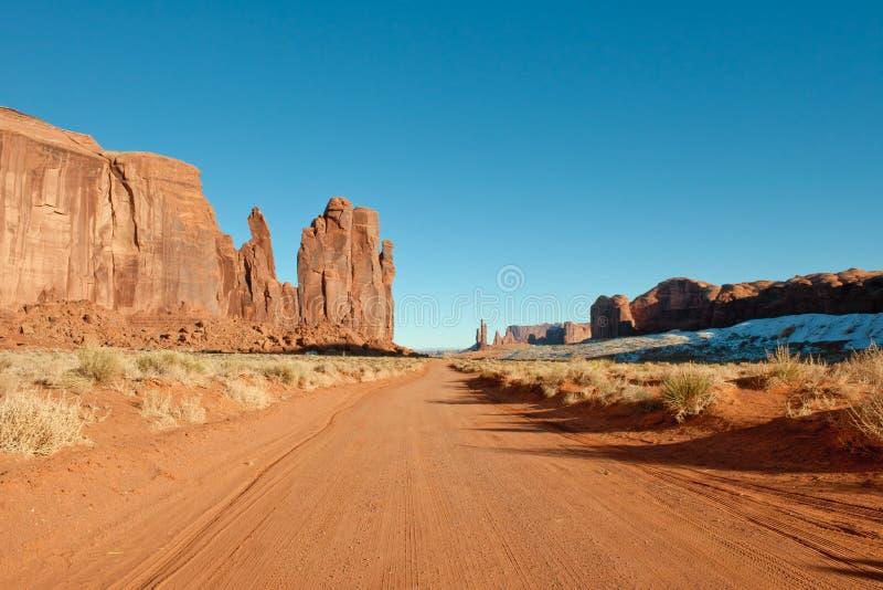 Estrada através do vale do monumento imagem de stock
