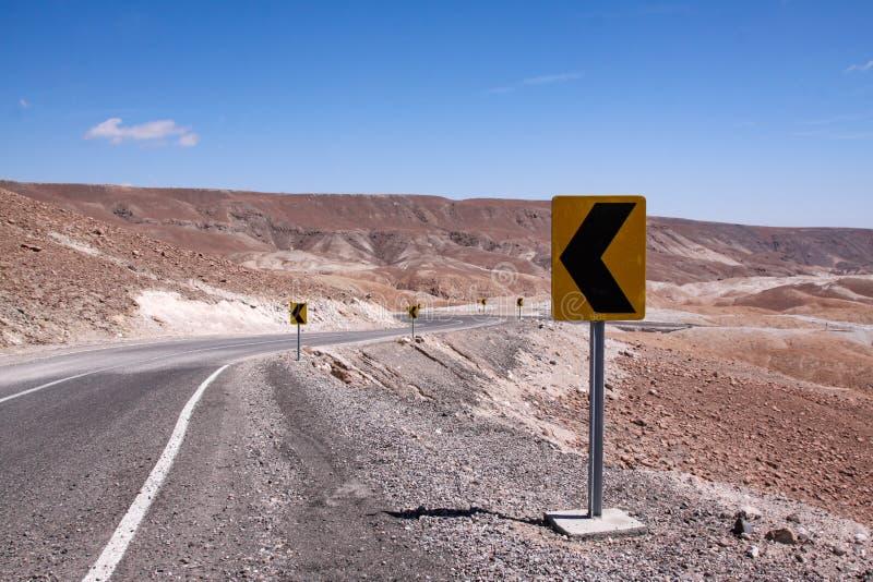 Estrada atrav?s do deserto foto de stock