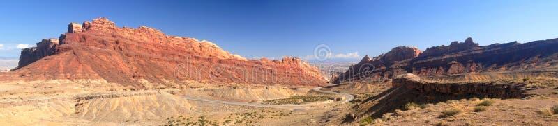Estrada cénico em Nevada no vale da área de incêndio imagens de stock royalty free