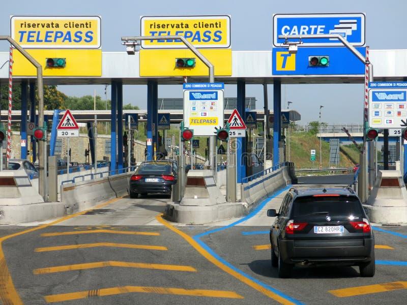 Estrada com pedágio em Itália imagem de stock