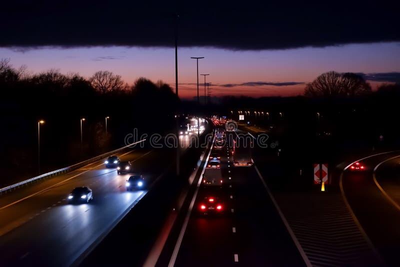 Estrada com saída no por do sol fotografia de stock