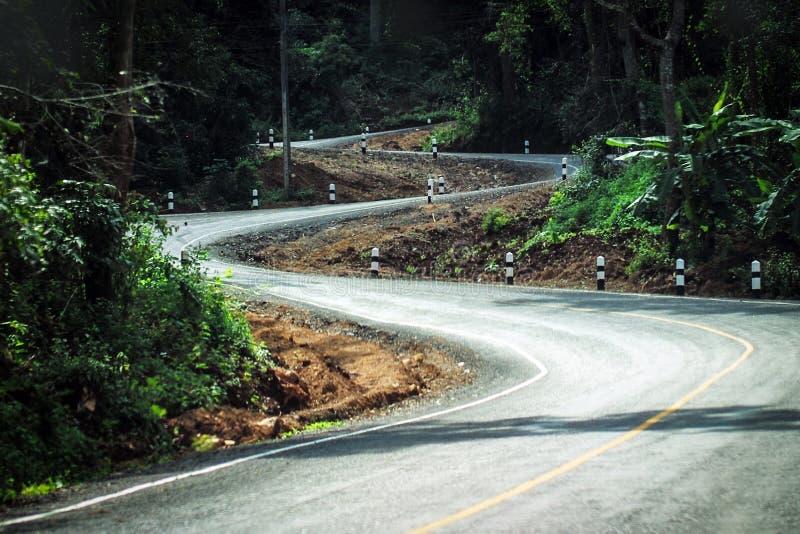 Estrada curvada da montanha foto de stock
