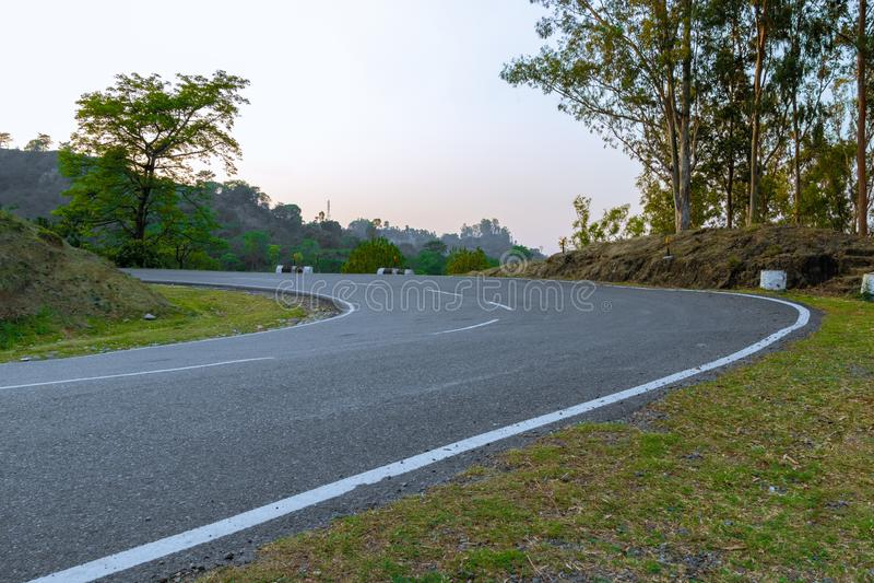 Estrada curvada s? fotografia de stock