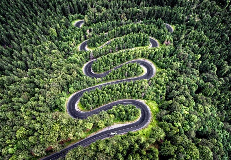 Estrada Curvy da passagem de montanha alta em Transfagarasan, Romênia fotografia de stock royalty free