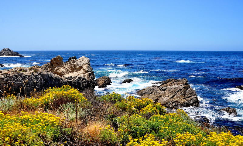 A estrada da Costa do Pacífico em Califórnia foto de stock royalty free