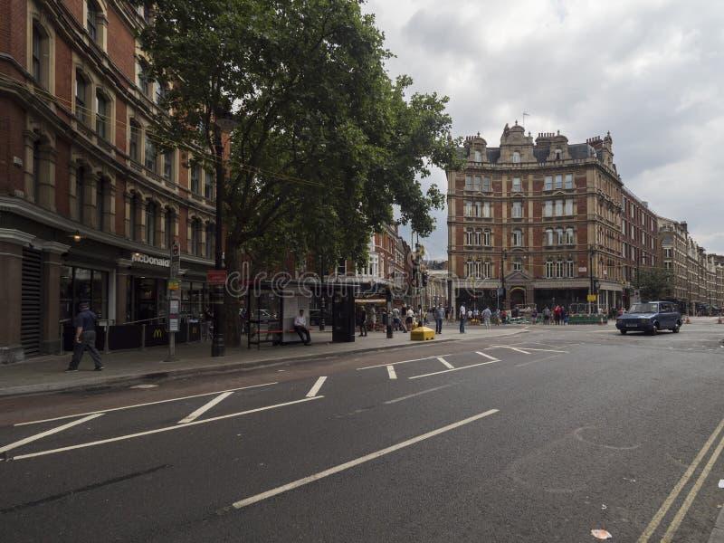 Estrada da cruz de Charing em Londres, Londres imagens de stock