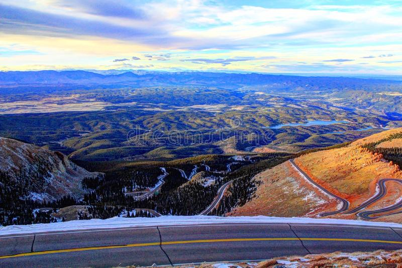 Estrada da estrada do pico de Pike's à cimeira fotos de stock royalty free
