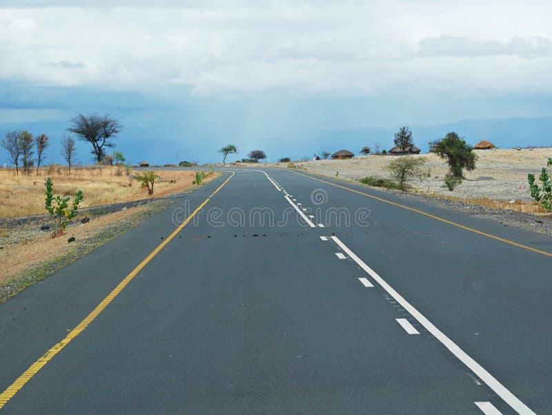 Estrada da felicidade em Tanzânia fotos de stock