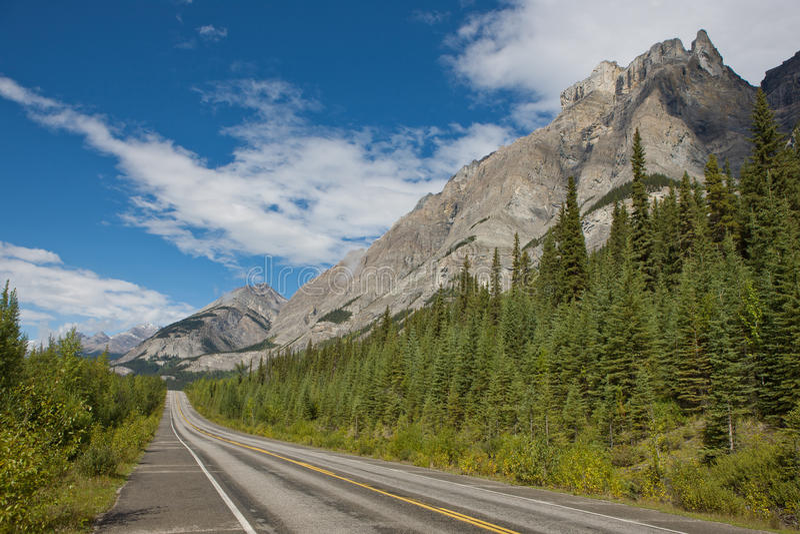 Estrada da montanha ao parque nacional do jaspe imagem de stock