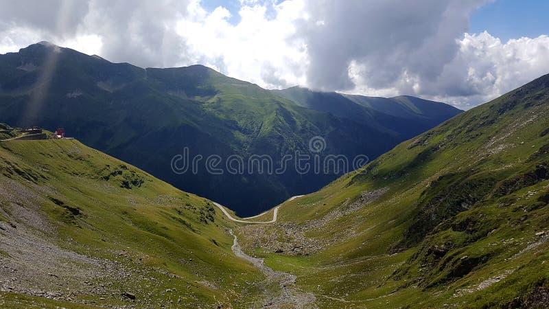 Estrada da montanha de Transfagarasan no Romanian Carpathians, Romênia fotografia de stock