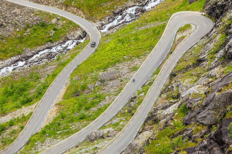 Estrada da montanha de Trollstigen do trajeto das pescas à corrica em Noruega imagem de stock royalty free