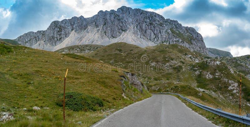 Estrada da montanha em Itália fotos de stock royalty free