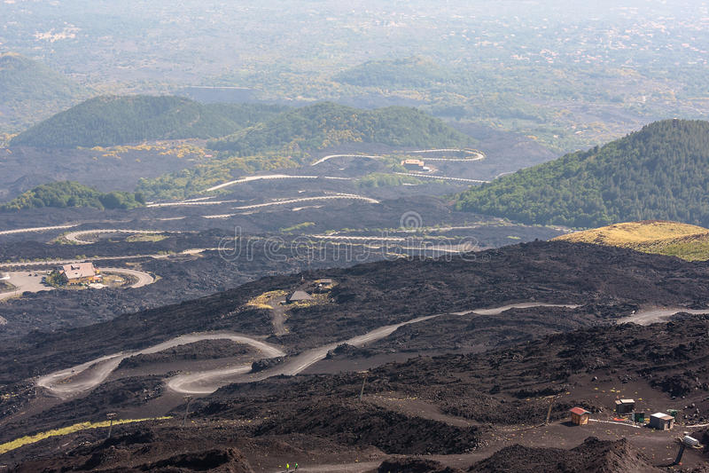 Estrada da montanha no vulcão de Etna Paisagem de Monte Etna sicília imagens de stock