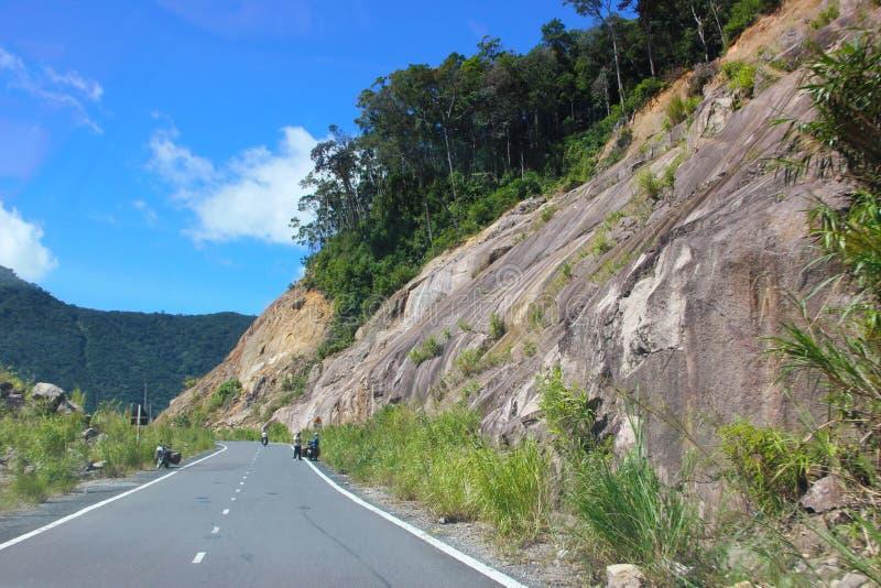Estrada da montanha Paisagem com rochas imagem de stock