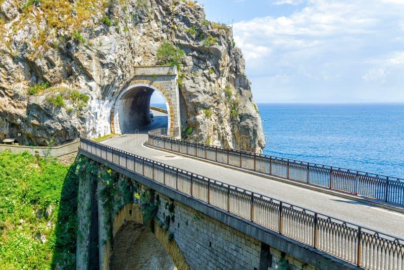 Estrada da movimentação de Amalfi em Itália fotografia de stock