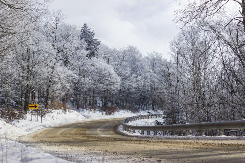 Estrada da neve no inverno fotografia de stock royalty free