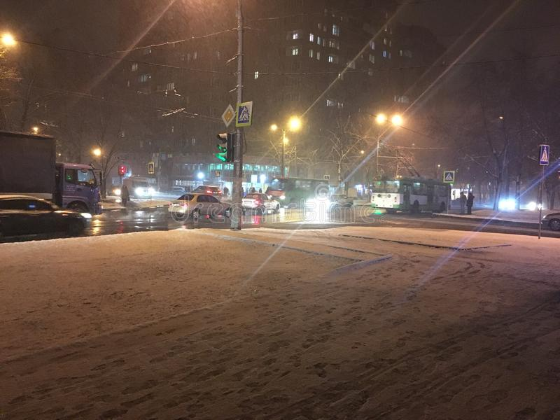Estrada da noite de Kharkov imagens de stock