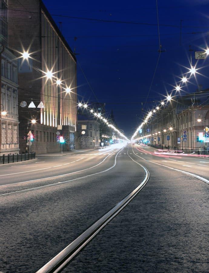 Estrada da noite na cidade. St. Pererburg fotos de stock