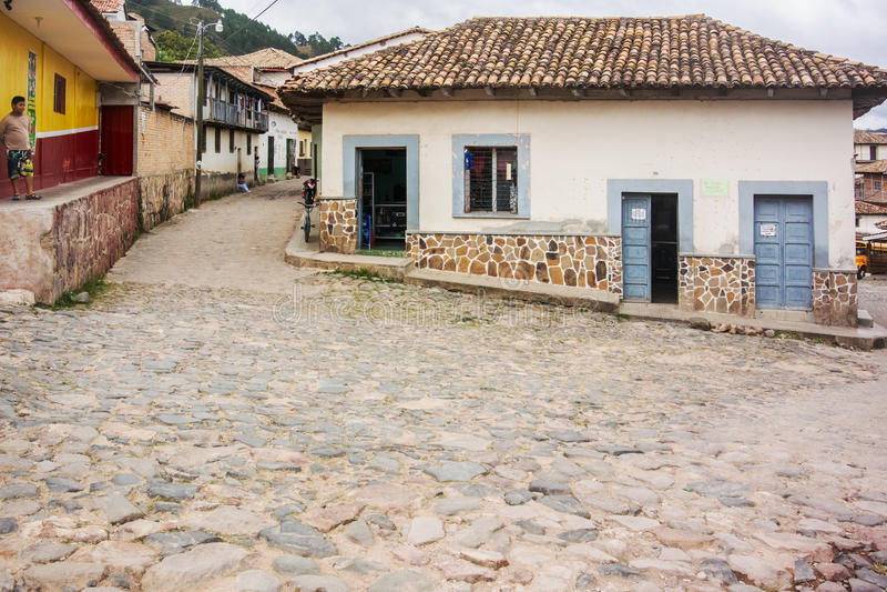 Estrada da pedra na cidade da montanha de Yuscaran nas Honduras imagens de stock