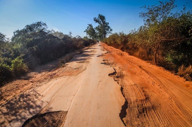 Estrada danificada foto de stock