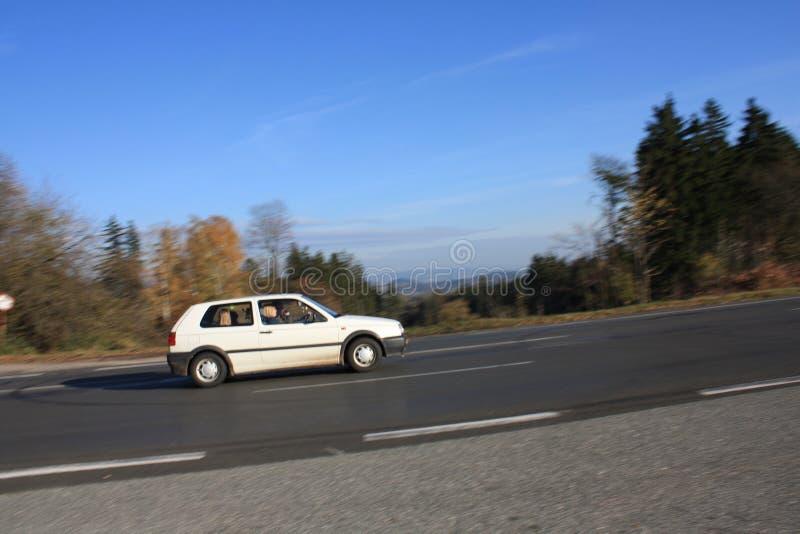 Estrada das montanhas do asfalto do outono fotos de stock