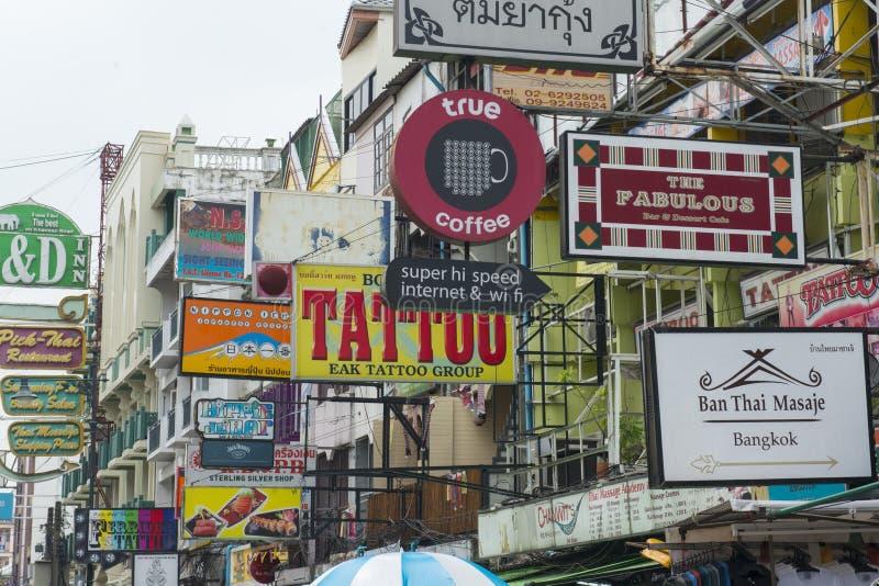 ESTRADA DE ÁSIA TAILÂNDIA BANGUECOQUE BANGLAMPHU KHAO SAN fotos de stock royalty free